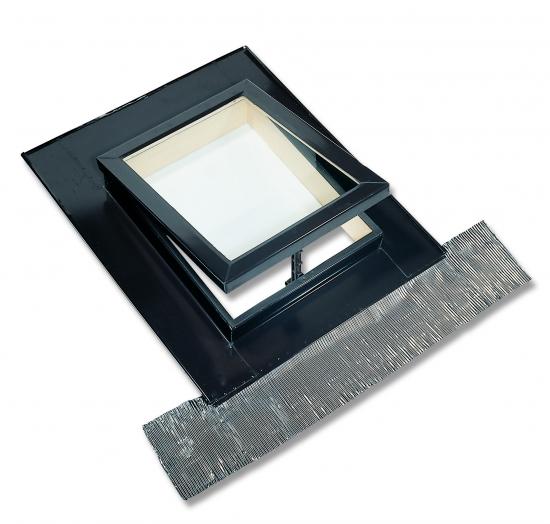 Lucernario finitura pino naturale apertura a vasistas manuale for Tetto in vetro prezzi