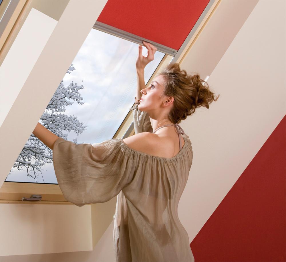 Finestra da tetto per case passive ftt u6 pino naturale apertura ...