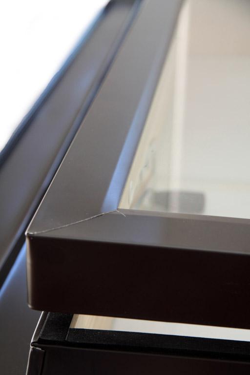 Lucernario accesso al tetto finitura pino naturale for Lucernari tipo velux
