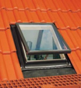 Lucernari e finestre da tetto accesso linea vita vendita for Finestre tipo velux prezzi